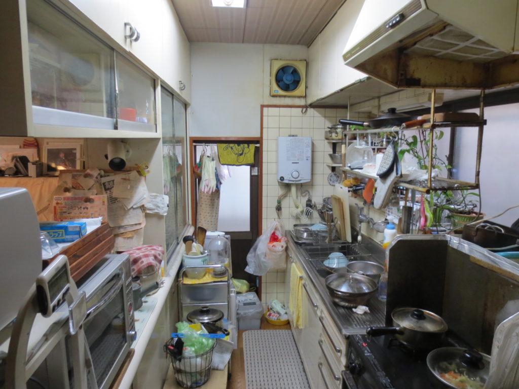 改修前の台所の内観